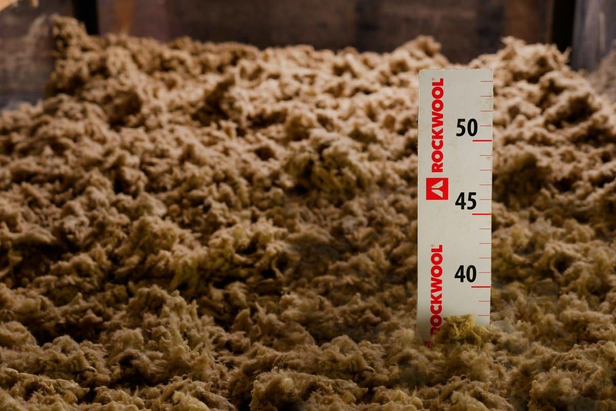 soufflage comble laine de roche